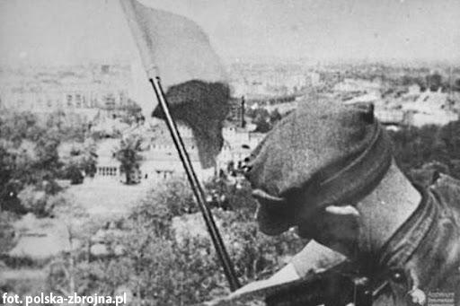 """23 września 1940, na skutek """"wsypy"""" Gestapo aresztowało członków ZWZ Leona Martynuskę ze Staromieścia i Bronisława Tomasika z Trzebowniska."""