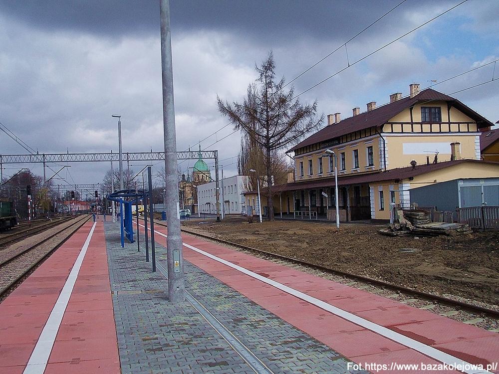 12.10.1890– Oficjalnie otwarto węzłową stację kolejową w podrzeszowskiej wówczas Staroniwie oraz linię kolejową Rzeszów-Jasło, która przebiegała także przez tereny ówczesnego powiatu rzeszowskiego (stacje były zlokalizowane w Boguchwale i Babicy).