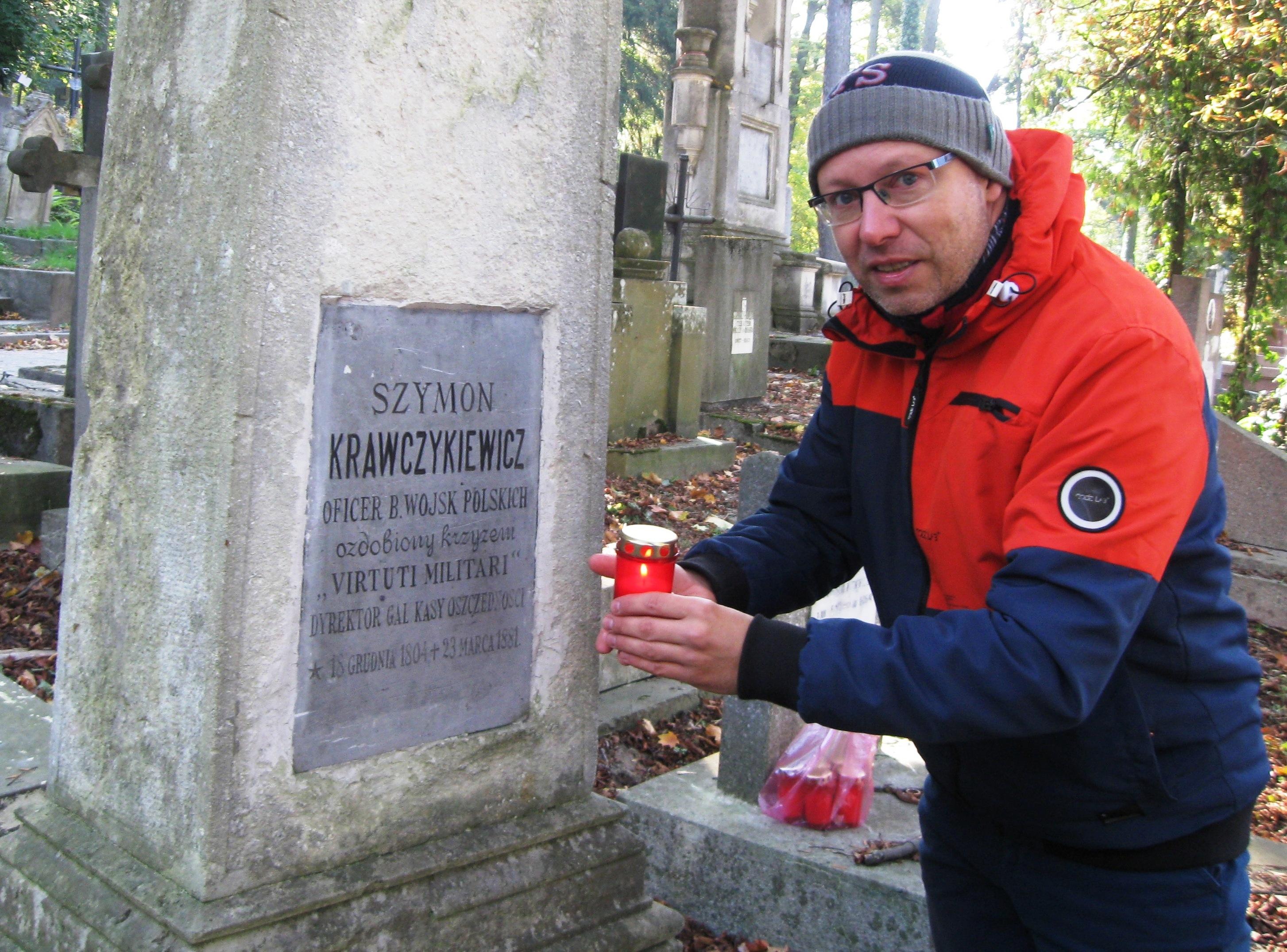 Porządkowanie polskich grobów na Cmentarzu Łyczakowskim