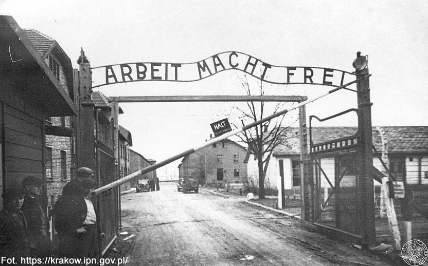 11.10.1943 - Egzekucja 54 członków obozowego ruchu oporu w Auschwitz. Wśród zabitych był m.in. ppłk pilot Teofil Dziama, urodzony w Białej (dzisiaj część Rzeszowa).