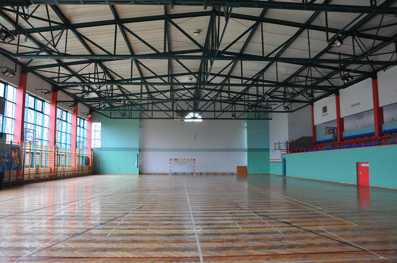 14.10.2006 - Otwarta została, pozostająca w gestii powiatu, hala widowiskowo-sportowa w Miłocinie.