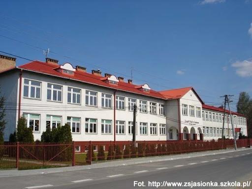 2.10.1885 - Rozpoczęły się zajęcia w nowo powstałej szkole ludowej w Jasionce. Naukę podjęło 63 dzieci.