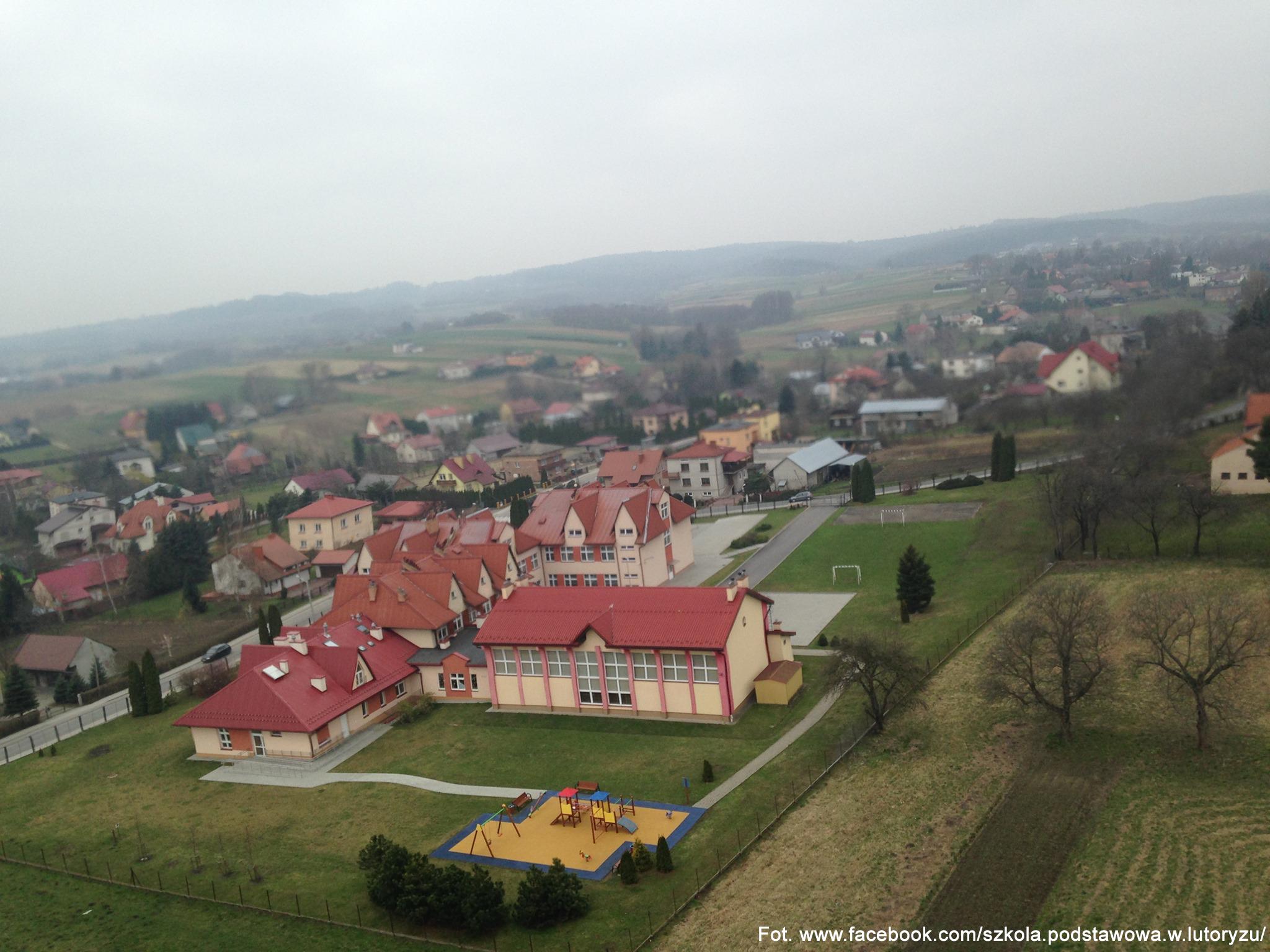8.10.2011 - Patronem szkoły podstawowej w Lutoryżu został długoletni proboszcz tej miejscowości ks.  Czesław Przystaś. Placówka otrzymała też sztandar.