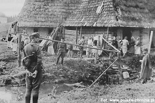 4.10.1945 – Oddziały UPA dokonały napaści na Dylągową, Bartkówkę, Łączki, Sielnicę oraz Pawłokomę. Spłonęło kilkaset budynków, zginęło kilku mieszkańców.